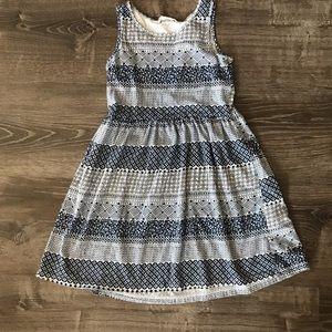 🌺5/$20🌺H&M White & Navy Sleeveless Pattern Dress